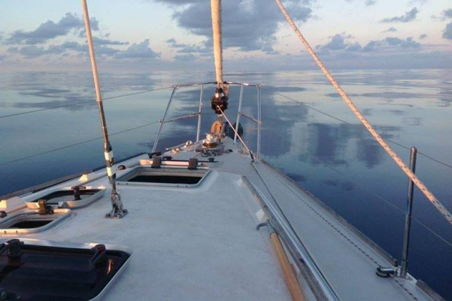 Flat calm - Sailing Cruise